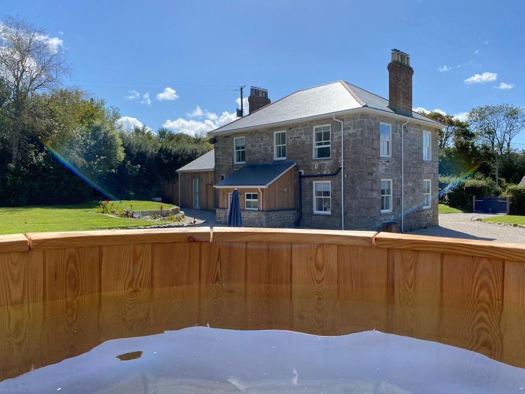 Drym House: Wood Fired Hot Tub