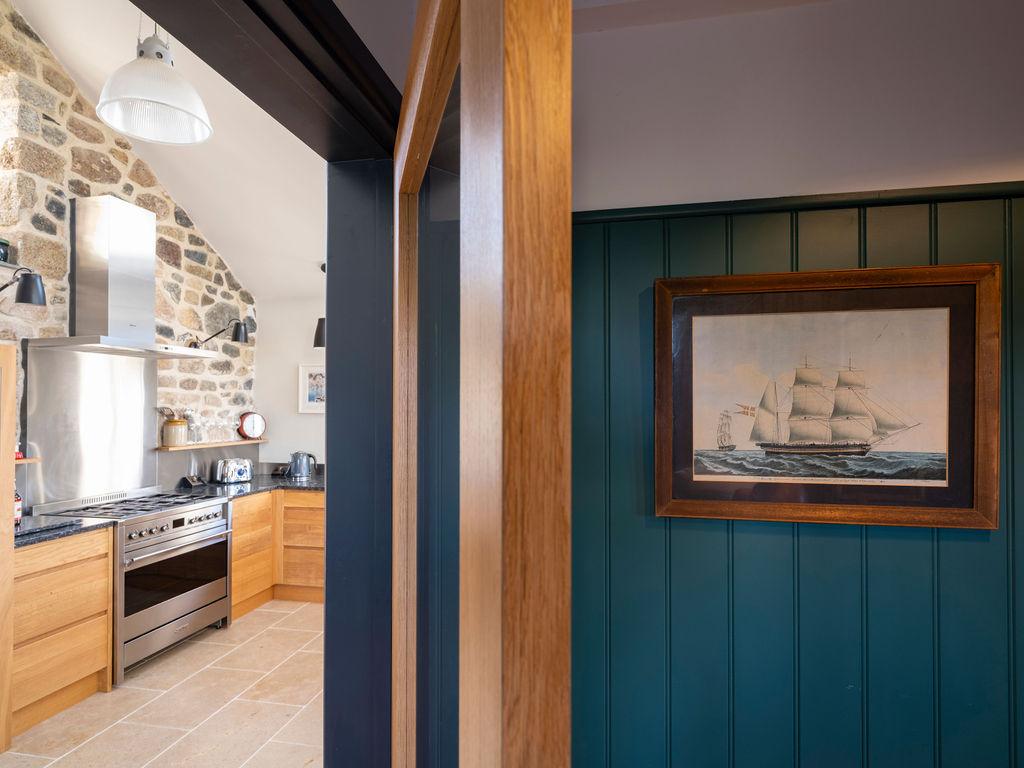 Beagle Cottage: Cloakroom