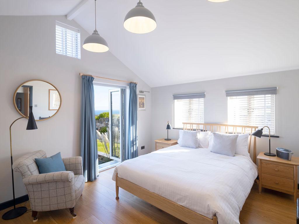 Beagle Cottage: Master Bedroom