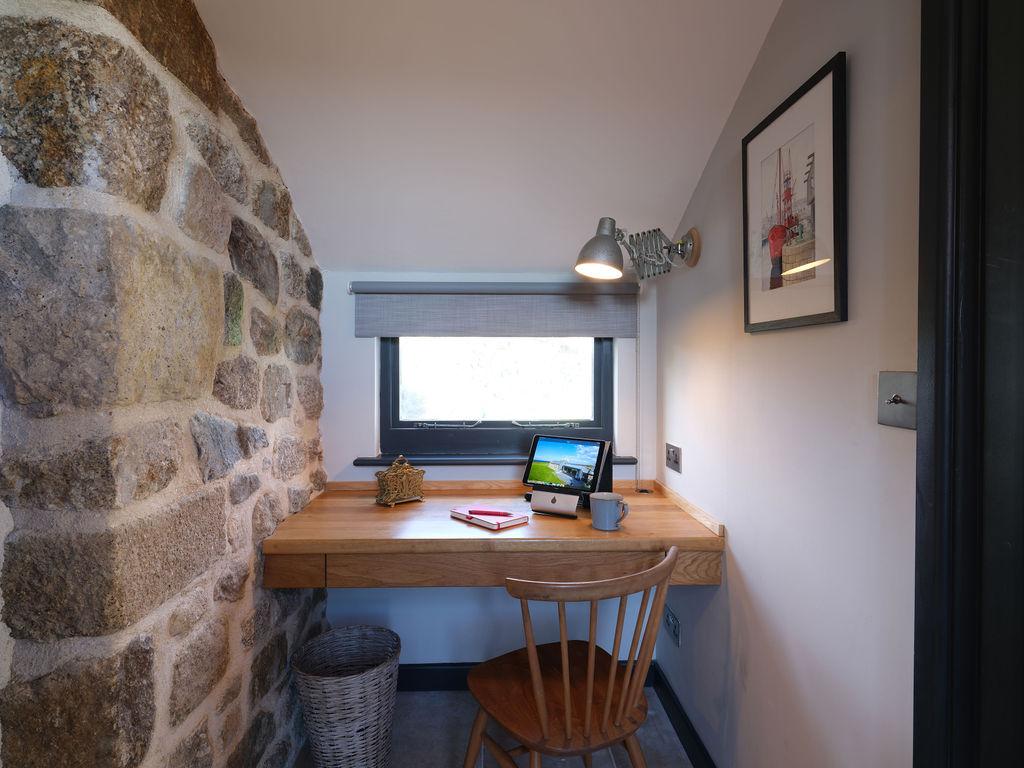 Beagle Cottage: Study