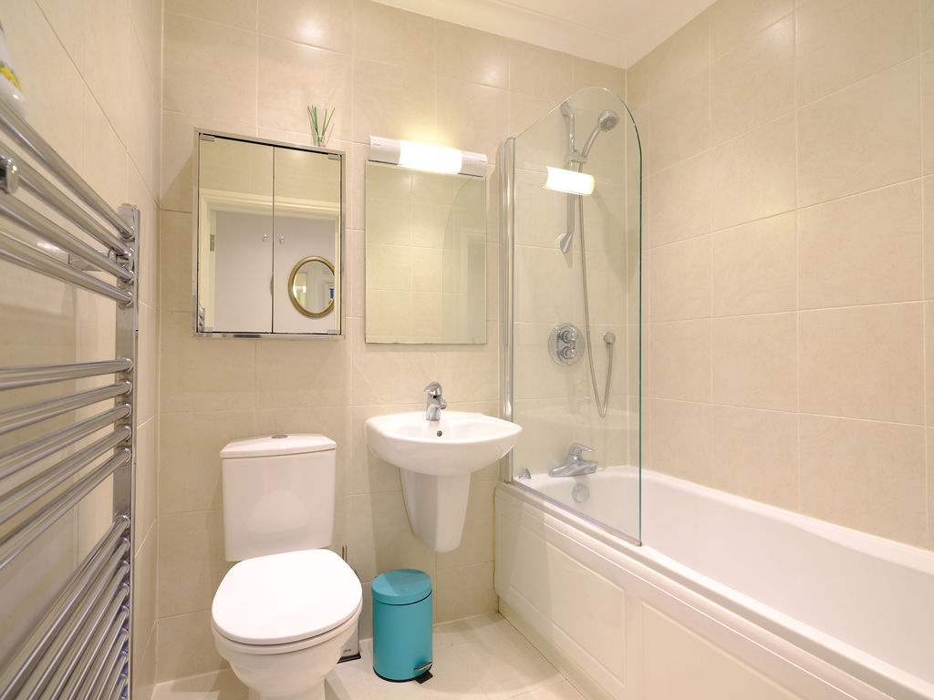 Godrevy: Bathroom