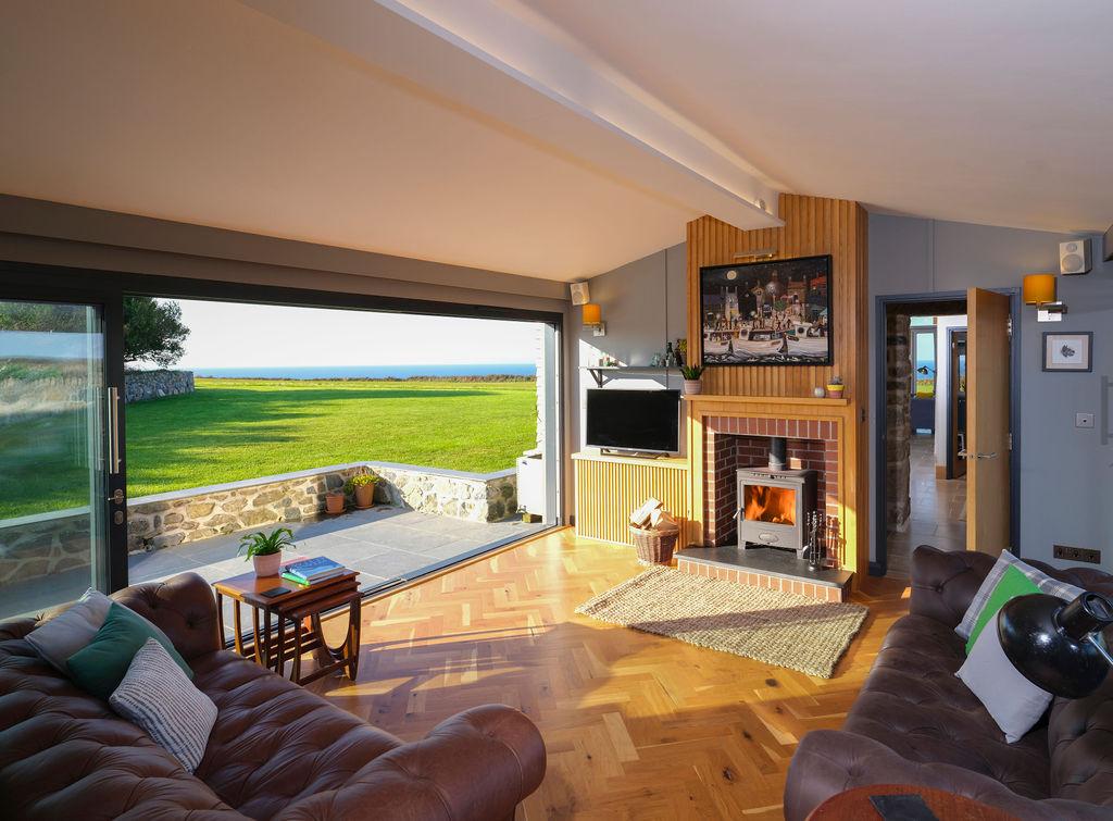 Beagle Cottage: Living Room