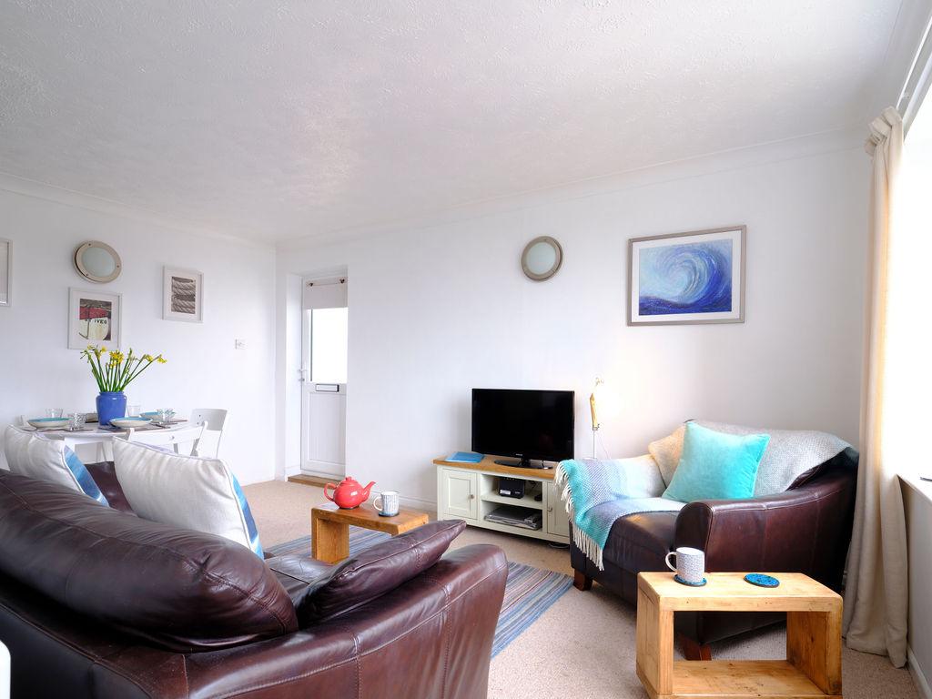 Surf Break: Living Room